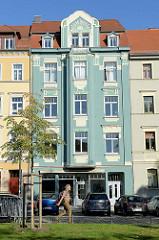 Wohnhaus mit aufwändiger Jugendstilfassade - Teil des Denkmalensembles am Graben in Weimar/Thüringen.