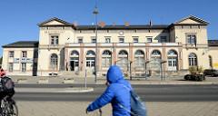 Empfangsgebäude / Bahnhof von Mühlhausen, Thüringen; eröffnet 1870.