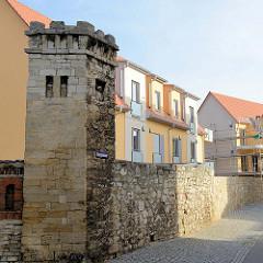 Historische architektonische Relikte im Bereich der Domfreiheit an der Georgenmauer von Naumburg. Reste der historischen Stadtmauer, die 2014 ohne Genehmigung abgerissen wurde.