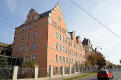 Ehemaliges Kasernengebäude in der Jägerstraße von Naumburg jetzt Nutzung durch die Volkssolidarität als  Pflege und Betreuungszentrum Spätsommer.