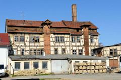 Historisches Fachwerk- / Lagergebäude mit Außenwinden und Dachlüftung; Industriearchitektur in Mühlhausen/Thüringen.
