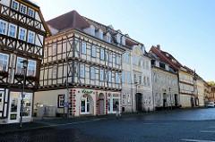 Geschäftshäuser / Wohnhäuser am Untermarkt in Mühlhausen, Zentrum der Altstadt mit historischen Gebäuden.