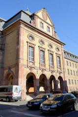 Fassade vom Justizgebäude / Amtsgericht in der Weimarer Carl-von-Ossietzky-Straße; erbaut 1916