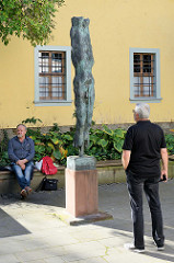 Moderne Kunst / Skulptur in der Neugasse von Weimar.