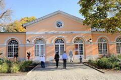 Gebäude des Bauhaus-Museums am Theaterplatz von Weimar; ehemalige  Wagenremise - Entwurf  Clemens Wenzeslaus Coudray; später Nutzung als Kulissenhaus des Theaters.