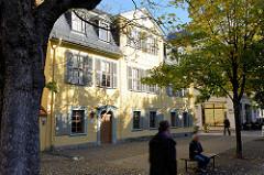 """Schillerhaus Weimar / Schillers Wohnhaus - Teil des Ensembles """"Klassisches Weimar"""" zum UNESCO-Welterbe an der Schillerstraße. Das Wohnhaus wurde 1777 errichtet und 1802 an Schiller verkauft in dem er dann 1805 verstarb."""