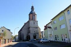 Blick von der Honiggasse zur Georgi Kirche in Mühlhausen Thüringen, Erwähnung um 1359, Turmbau mit Fachwerk 1749.