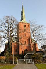 Marienkirche von Bad Segeberg, das Kirchengebäude wurde ab 1862 im neuromanischen Stil umgestaltet.