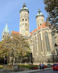 Blick zum Ostchor mit den beiden Osttürmen vom Naumburger Dom.