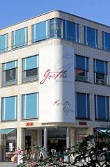 Das so genannte Goethekaufhaus am Theaterplatz in Weimar / Kaufhaus mit 20 Geschäften.