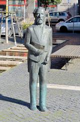 Bronzeskulptur, Denkmal vom Ingenieur John August Roebling; er war der Konstrukteur der Brooklyn Bridge in New York und wurde 1806 in Mühlhausen geboren.