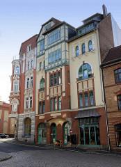 Wohnhäuser im Baustil des Jugendstils, Geschäfte im Erdgeschoss - Löberstraße in Eisenach.