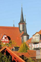 Dächer von Duderstadt - Türme vom historischen Duderstädter Rathaus - eines der ältesten Rathäuser Deutschlands - erbaut ab 1302.