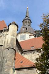 Blick zum Kirchturm der Wenzelskirche im Naumburg, erbaut ab 1426.