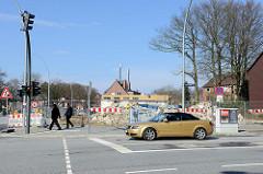 Abriss der Ladenzeile an der Langenhorner Chaussee / Höhe Stockflethweg in Hamburg Langenhorn.