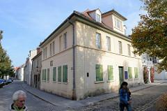 Nietzsche Haus in der Straße Weingarten von Naumburg in das  die Mutter Nietzsches mit ihren Kindern 1858 zog. Seit 1994 wird in dem Gebäude in einer Dauerstellung das Leben und Werk des Philosophen dokumentiert.