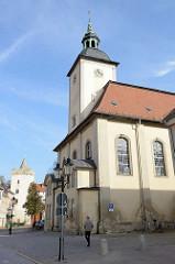Blick zur Marien-Magdalenen-Kirche in der Poststraße von Naumburg. Das Gebäude entstand ab 1712 als Friedhofskirche - danach Nutzung als Pfarrkirche.