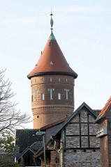 Spitze des Wasserturms Bad Segeberg, erbaut 1910 - Architekt H.T. Teege. Der Wasserturm war bis 1977 in Betrieb, seit 1988 steht er unter Denkmalschutz.