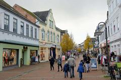 Fußgängerzone mit Geschäften / Einkaufsstraße, Kirchstraße von Bad Segeberg.