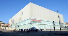 Einkaufszentrum Weimar Atrium,  unvollendet gebliebenen ehemaligen Halle der Volksgemeinschaft, deren Bau 1936 begonnen wurde. 1973 Umbau zum Mehrzweckgebäude, Nutzung als Lager -  2005 Eröffnung des Einkaufszentrums.