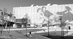 Einkaufszentrum Weimar Atrium,  unvollendet gebliebenen ehemaligen Halle der Volksgemeinschaft, deren Bau 1936 begonnen wurde. 1973 Umbau zum Mehrzweckgebäude, Nutzung als Lager - seit 2005 Eröffnung des Einkaufszentrums.