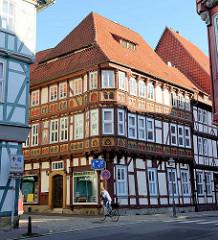 Historisches Wohn- und Geschäftshaus, sogen. Dr. Kritter'sches Haus - mehrstöckige Fachwerkarchitektur in der Altstadt. von Duderstadt.