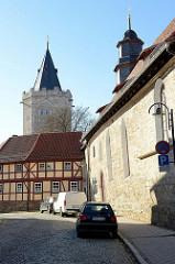 Blick von der Holzstraße zum Rabenturm in Mühlhausen, Teil der historischen Wehranlage / Stadtmauer.