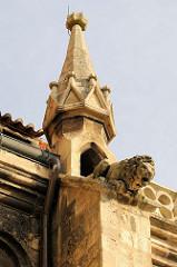 Wasserspeier / Löwe am Dach des Naumburger Doms