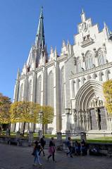 In der Sankt Marienkirche von Mühlhausen/Thüringen befindet sich eine Thomas Müntzer Gedenkstätte. Die gotische Marienkirche wurde hauptsächlich im 14. Jahrhundert errichtet und der radikale Reformator Thomas Müntzer wirkte hier als Pfarrer.