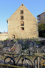 Historisches Wirtschaftsgebäude / Speicher vom Kammergut Oberweimar in der Stadt Weimar; ehemaliges Klostergelände - Baustil Gotik, 15. Jahrhundert.