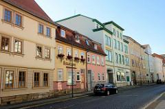 Wohnhäuser / Geschäftshäuser an der Erfurter Straße in Mühlhausen, Thüringen.