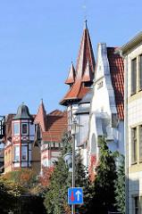 Dächer / Fassaden von Villen in der Johannisstraße von Mühlhausen/Thüringen .