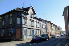 Wohnhäuser in der Ammerstraße von Mühlhausen, Gebäude mit zugemauertem Eingang und Schiefer-Schindel Fassade