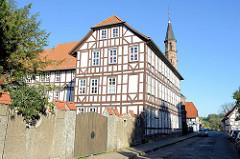 Blick durch die Neutorstraße zum Ursulinenkloster in Duderstadt.