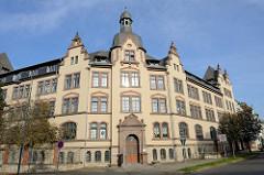 Ehemaliges Kasernengebäude des Magdeburger Jägerbataillons / Jägerkaserne;  Scheingiebel und Dachturm an der Jägerstraße von Naumburg, erbaut 1904