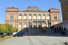 Südfassade und Freitreppe  vom neuen Museum in Weimar; eröffnet 1869 - Architekt  Josef Zítek.