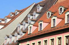 Dachfenster / Mansardfenster von Häusern am Marktplatz in Naumburg.