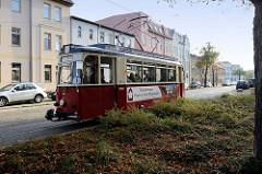 Straßenbahn in Fahrt - Linie vier zum Hauptbahnhof von Naumburg.