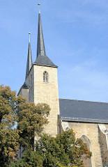 Kirchtürme der Sankt Moritz Kirche in Naumburg; erbaut wurde der spätgotische Kirchengebäude 1260