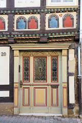 Historische Fachwerhaus / Wohnhaus in der Haberstraße von Duderstadt, erbaut um 1600; Eingangstür.