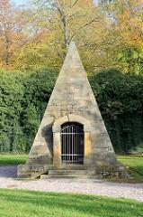 Studnitz Pyramide in Gotha; Begräbnisstätte  von Oberhofmarschall Hans Adam von Studnitz, errichtet 1770.