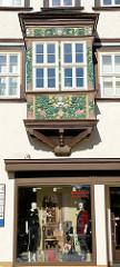 Erker mit Akanthus  und farbenprächtigen Fruchtschnitzereien / Maskarons, Architektur in Mühlhausen/Thüringen .
