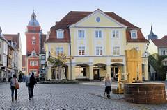 Blick auf den Buttermarkt in Gotha - im Bildzentrum das ehem. Café Loesche, erbaut 1916 - Architekt Bruno Tamme / links der Rathausturm.