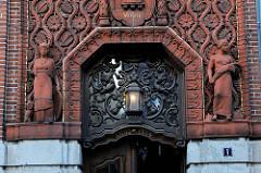Fassade vom Bankgebäude des ehemaligen Vorschussvereins  in Bad Segeberg - Hauptstelle der VR Bank Neumünster. Das Gebäude wurde 1915 eingeweiht - Entwurf Architekt Hans Ross.