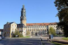 """Blick zur Bastille und dem Stadtschloss von Weimar.  Das Schloss ist Teil des UNESCO-Weltkulturerbes """"Klassisches Weimar""""."""