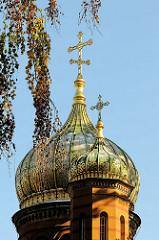 Zwiebelturm der russisch-orthodoxe Kapelle an der Fürstengruft auf dem historischen Friedhof von Weimar.
