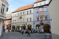 Blick in die historische Herrenstraße von Naumburg, re. die alte Lorbeerbaum-Apotheke.