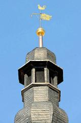 Kuppel mit Schiefer Schindeln verkleidet,  goldene Wetterfahne und Wappen von Mühlhausen / Adler.