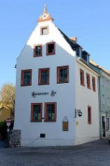 Gebäude der historischen Gaststätte Sächssicher Hof in Weimar; ursprünglich 1429 im Baustil der Renaissance errichtet.