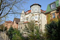 Villen in unterschiedlichem Baustil in der Goethestraße von Eisenach.